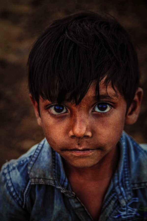 Närbild på ett barn från tredje världen